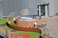 Ванна с пузырьками на крыше :)