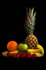 Frutas (Daniel Guedes F. Dionizio) Tags: verde frutas still laranja banana vermelho amarelo morango abacaxi naturezamorta