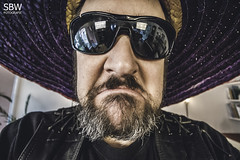 Marzel (SBW-Fotografie) Tags: portrait man face sunglasses canon beard insane crazy gesicht bart freaky porträt mexican hut freak mann sombrero sonnenbrille weitwinkel sbw 70d canoneos70d canon70d sbwfoto sbwfotografie