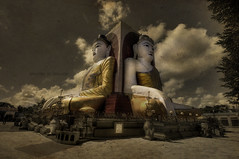 Shoulder to shoulder (Saint-Exupery) Tags: nikon buddha burma myanmar buda birmania kyaik