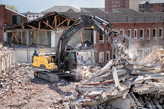 Jaws. (roddersdad) Tags: buildings demolition lincolnshire april gainsborough 2016 trackedvehicles copyrightclivejmaclennan cliveg1hkfeclipsecouk fujifilmxt1 volvoec250e httpswwwflickrcomphotosroddersdad fujinonxf18135mmrlmoiswr udcsdemolition
