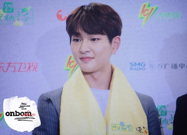 160328 Onew @ '23rd East Billboard Music Awards' 26078981026_8ce46f2874_z