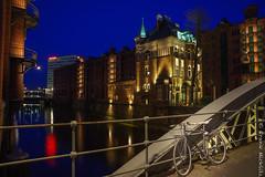 DSC03157 (fotofranky1) Tags: city bridge blue skyline frank wasser hamburg stadt blau speicherstadt elbe lichter brcken langzeitbelichtung nachtaufnahmen fotofranky1 micklitz