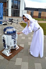 R2-D2 and Princess Leia (masimage) Tags: costume princess cosplay r2d2 droid leia deetoo atoo stokecontrent stokecontrent2016