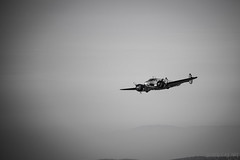 Fly (Black_Cat_Art) Tags: white black branco canon schweiz fly swiss preto airline suia flugzeug weiss schwarz chrom chasseral