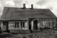 20160415_160652 (lisatonelisefagerland) Tags: norway vintage photography haunting oldhouses islandlife karmy myphotography liknes