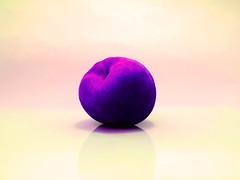 Peach turns grape (Kshes) Tags: purple peach like grape durazno