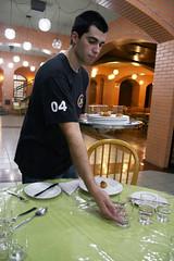 BF_Trabalho_20093003_AN_07 (brasildagente) Tags: alunos homens pratos garons cursosdecapacitao cursosdegaron