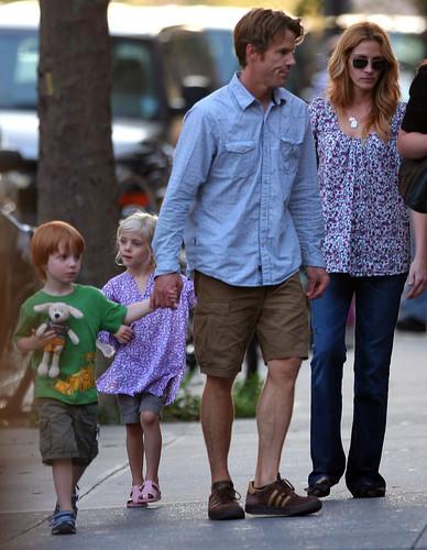 Джулия Робертс с семьей