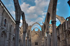 Carmo Convent, Lissabon (roevin | Urban Capture) Tags: old blue sky cloud building portugal church clouds site ruins arch open lisboa religion pillar historical symmetrical pt pillars convent