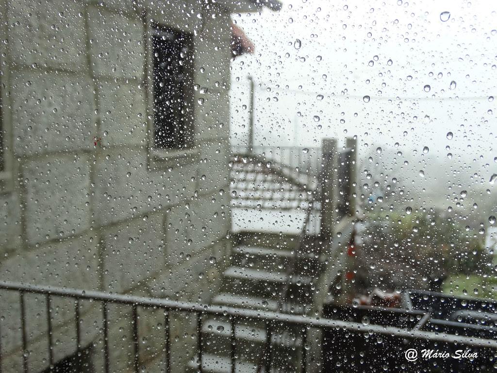 Águas Frias (Chaves) - ... vendo a chuva através da janela ... Sabe tão bem !!!!...