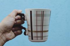 bom dia. (kehsilva) Tags: coffee azul fotografia caneca