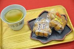 Green Tea & Momiji Manju (jpellgen) Tags: food japan japanese spring nikon sigma hiroshima miyajima momiji foodporn sweets  nippon   nihon manju confections itsukushima  manjyu  honshu 2016   hatsukaichi momijimanju chugoku 1770mm  d7000