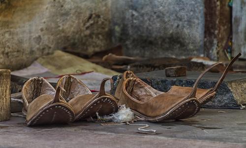Jojawar beim Schuhmacher