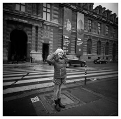 Smile (smadalin2012) Tags: bw paris france 6x6 film mediumformat lomo kodak louvre f45 scanned ektar 38mm lca120 minigonxl