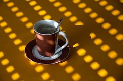 Kaffee (Nachett) Tags: light orange luz cup tasse coffee caf table licht kaffee persiana shade tisch taza naranja mesa cafconleche cupofcoffee rolladen tazadecaf coffeewithmilk kaffeemitmilch