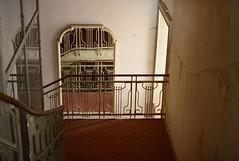 Downstairs (Niwi1) Tags: house hotel mirror nikon spiegel corridor haus indoor staircase verlassen flur treppen treppenhaus gelnder niwi1