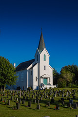 Hordab kirke og kirkegrd (desoda) Tags: blue building church norway architecture nikon no bluesky steeple spire 1855mm hordaland arkitektur kirke bl bygning kirkegrd sematary bltt d40 blhimmel spir