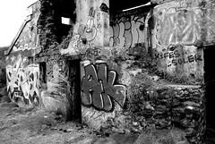 Fort Toulbroch (patrick_milan) Tags: street blackandwhite bw white black art noir noiretblanc fort tag nb ruine et blanc destroyed rouille