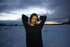 d (Cara's story) Tags: schnee winter sunset portrait snow sexy girl sonnenuntergang wolken portrt proportion mdchen winterwonderland haare arme braune selbstbewusst fusspuren
