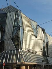 Chez Virginie et Yann, deuxime journe (Chti-breton) Tags: printemps aluminium architecturecontemporainegrand magasinle