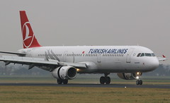 Turkish Airlines Airbus A321 (AMSfreak17) Tags: world holland netherlands dutch amsterdam canon de airplane airport aircraft airplanes nederland landing planes airbus danny airlines schiphol runway ams turkish vliegtuig the eham a321 planespotting luchthaven spotter vliegtuigen 70d luchtvaart polderbaan of soet 18r tcjrd amsfreak17