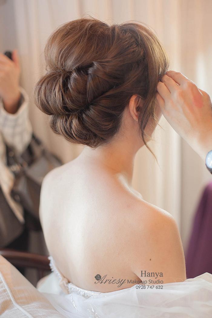 愛瑞思造型團隊,新秘Hanya,新秘推薦,新娘秘書,自然輕透妝感,新娘造型,婚宴髮型,花藝造型,新娘包頭