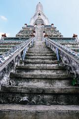 Wat Arun Bangkok (Sergej Omeltschenko) Tags: travel bar canon thailand reisen asia bangkok nightshoot watarun 6d skybar bestshot statetower sirocco bestphoto travelnerd travelphotographie travelthailand baiyoketower traveladdict reisefieber