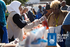 Islamic Relief USA volunteers give out food to the D.C. community in the Day of Dignity 2014.