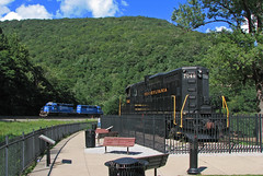 Conrail hold down (GLC 392) Tags: park railroad blue trees horse mountain shoe pennsylvania ns quality norfolk railway southern pa foam horseshoe curve railfan prr helpers altoona conrail emd sd402 gp9 3336 3375 7048
