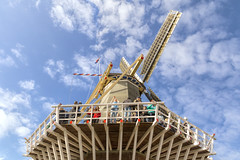 Mill view, Keukenhof, South Holland (dorrisd) Tags: blue sky building mill netherlands smile dutch architecture clouds garden season moulin mhle photo spring flora tulips cloudy top sightseeing sails nederland sunny icon tourists structure molino touristy daytime tuin visitors iconic horticulture dappled molen mulino moinho wieken keukenhof lowangle windmolen selfie molens bezoekers lisse kvarn f140 canonef24105mmf4lisusm andeweg laagstandpunt  dorrisd  mieneke mienekeandewegvanrijn
