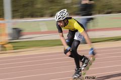 Vuelta Rápida (Roberto Tovar) Tags: sport race spain rollerskates leon skater es sprint campeonato pista patines carrera polideportivo sportscenter barrido patinador santamaríadelpáramo trackchampionship