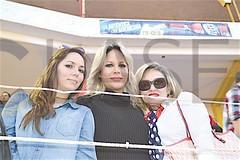 3425. Macarena y Selene Palacios con Leonor Covarrubias.