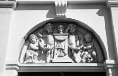 Graveyard (Arne Kuilman) Tags: street film netherlands amsterdam death entrance nederland scan xp2 angels ilford dood ingang straat westerkerk