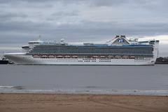 Caribbean Princess passes New Brighton (Gareth Garbutt) Tags: princesscruises caribbeanprincess rivermersey