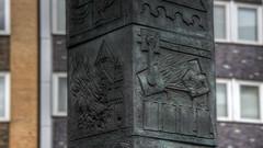 Stele in Essen - Stele in Essen (LutzMarl) Tags: essen stadtmitte stahl stahlguss kokillen