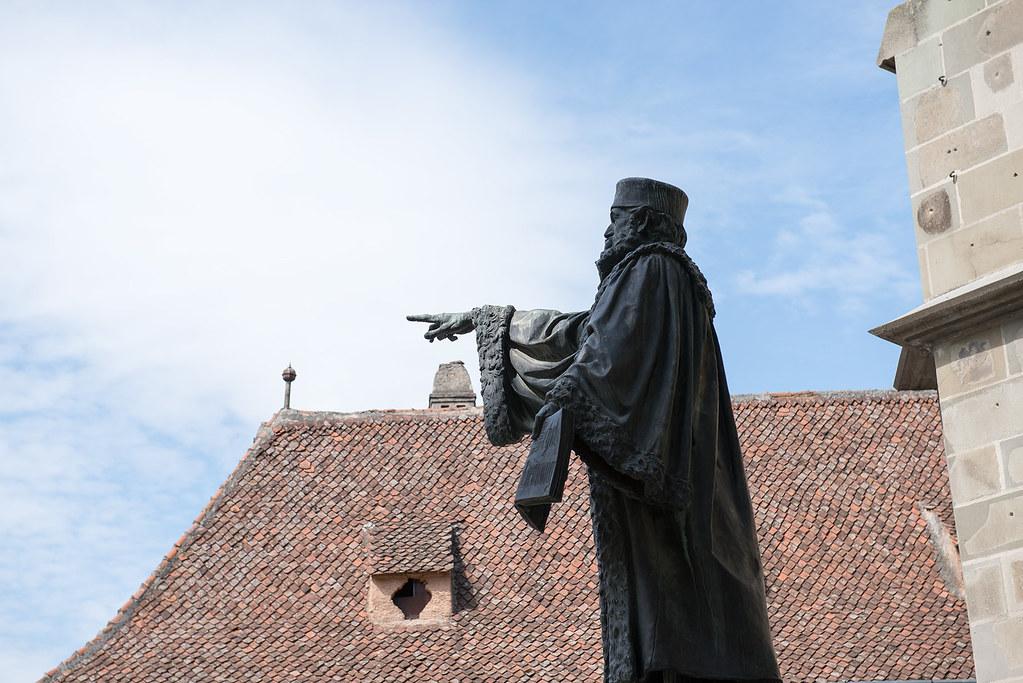 фото: Statue of Johannes Honterus in Brasov