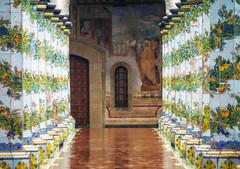 Tengo 'o core scuro scuro (forastico) Tags: campania napoli chiara chiostro monastero colonne d3200 forastico monasterodischiara