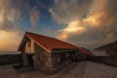 Atico con vistas (atvjavi) Tags: sea atardecer mar wc nubes sunsett caseta vizkaia sanjuandegaztelugatxe atvjavi gaztelugatxs