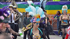 Dames de Perlage - Krewe of Tucks parade (Monceau) Tags: walking women colorful neworleans parade mardigras beadwork streetnames kreweoftucks damesdeperlage