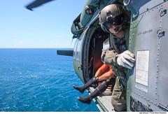 Mecnico do H-60L (Fora Area Brasileira - Pgina Oficial) Tags: fab sar resgate treinamento carranca forcaaereabrasileira brazilianairforce buscaesalvamento fotojohnsonbarros carrancav operacaocarranca