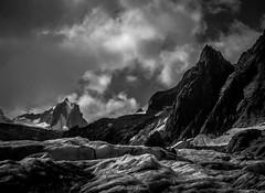 Ambiance sur le Glacier du Tacul (Frdric Fossard) Tags: alpes noiretblanc altitude glacier chamonix crevasse alpinisme ambiance merdeglace hautesavoie crtes glacierdutacul tourronde massifdumontblanc refugedurequin artes flancdemontagne