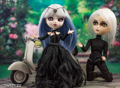 Time for me to go (twilitize) Tags: camera girls cute art girl beautiful beauty canon cool doll dolls julia girly awesome gothic adorable cutie pop adventure karl groove pullip playtime dolly popular darling pullips photostream daring dollphotography canonphotography taeyang pullipphotography