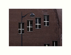 Assonance (hlne chantemerle) Tags: panorama paris rouge faades brique fentre vue paysages lampadaire croix urbain mobilier photosderue
