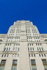 Vertical! (Yannis_K) Tags: city building london lines vertical architecture cityscape senatehouse artdeco neoclassical nikon1685mmf3556vr nikond7100 yannisk