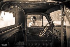 17-52 (lilipalet) Tags: old light sunset selfportrait luz monochrome sepia truck vintage atardecer rust autoretrato rusty camion autorretrato viejo camioneta oxidado monocromatico