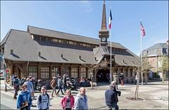 Etretat 76 (GK Sens-Yonne) Tags: place normandie halle tretat clocher boutiques seinemaritime