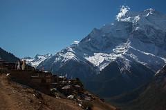 Bergdorf im Himalaya (Tommy0111) Tags: nepal snow mountains ice asien berge himalaya landschaft