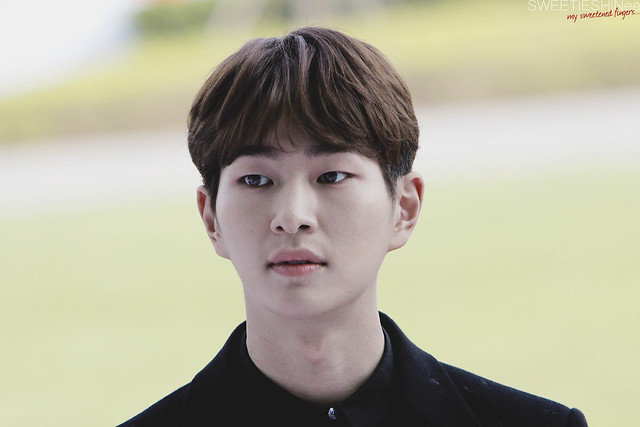 160328 Onew @ '23rd East Billboard Music Awards' 26194915176_b5a82388a6_z