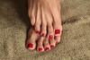 Demetria (IPMT) Tags: red sexy feet foot rojo zoya warm toes painted polish creme vermelho barefoot poppy barefeet pedicure geranium toenails toenail geranio pedi descalza demetria